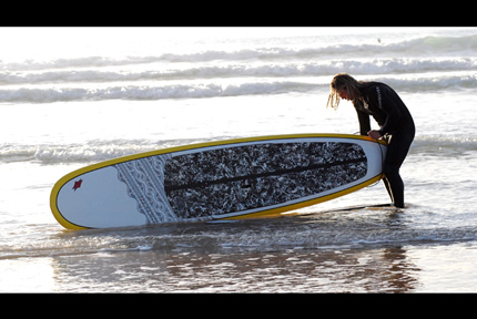 430_stand-up-paddle-board-newqauy-surfer