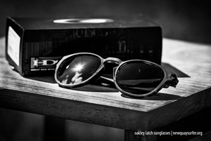 oakley-latch-DSC_8028_300w